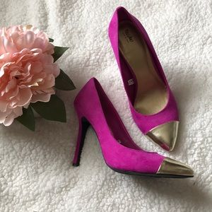 Missing faux suede gold toe fuchsia heels